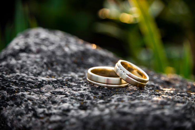 should wedding bands match