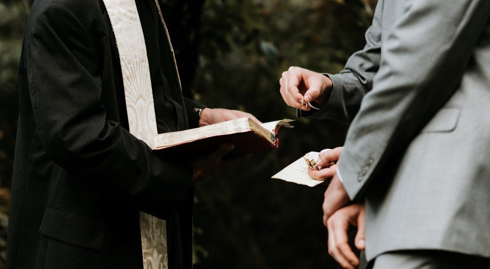 wedding officiant cost