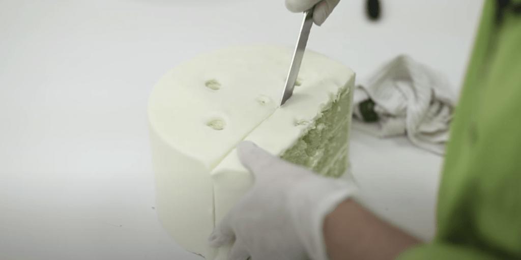 wedding cake cutter