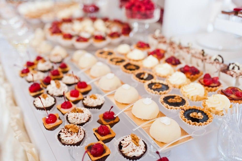 mini wedding desserts