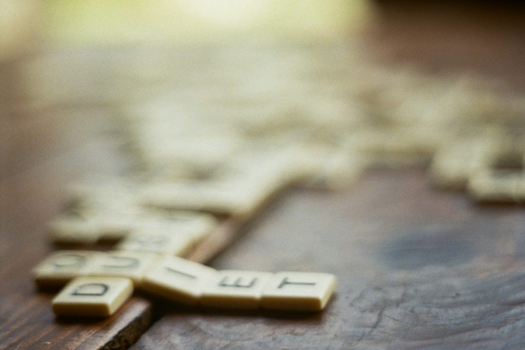 playing scrabble as wedding reception activities