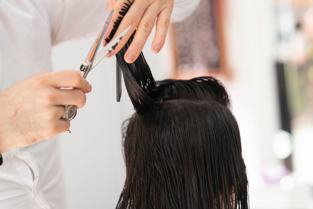 womans hair cut