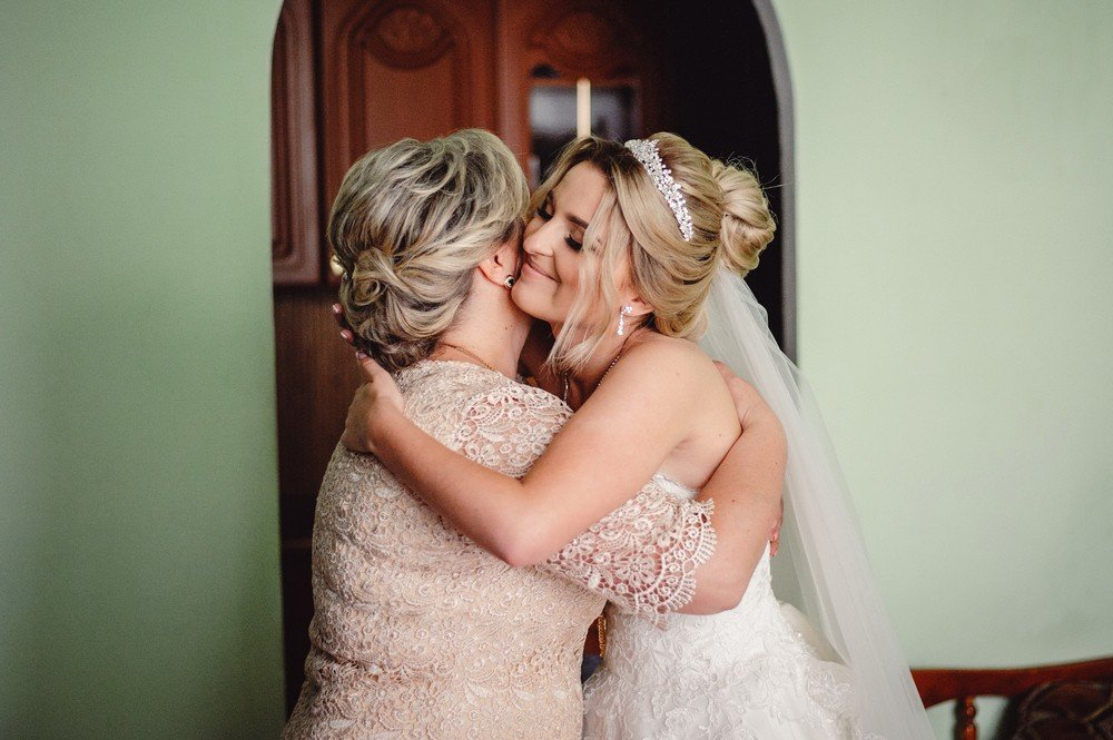 mother of the bride and her daughter