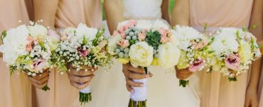 do bridesmaids need bouquets
