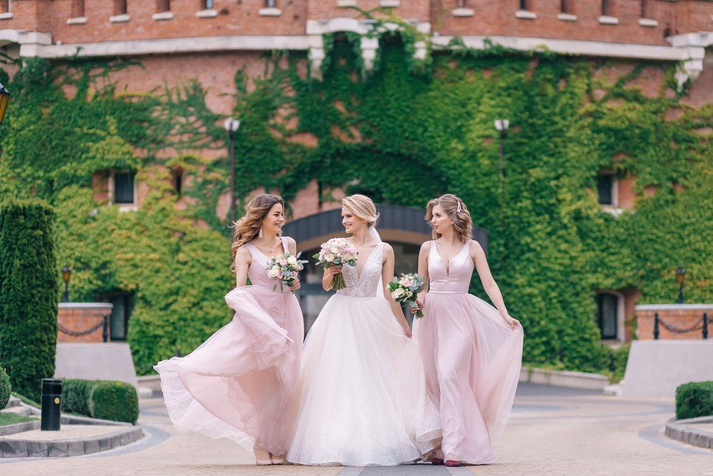 bride with two maids of honor