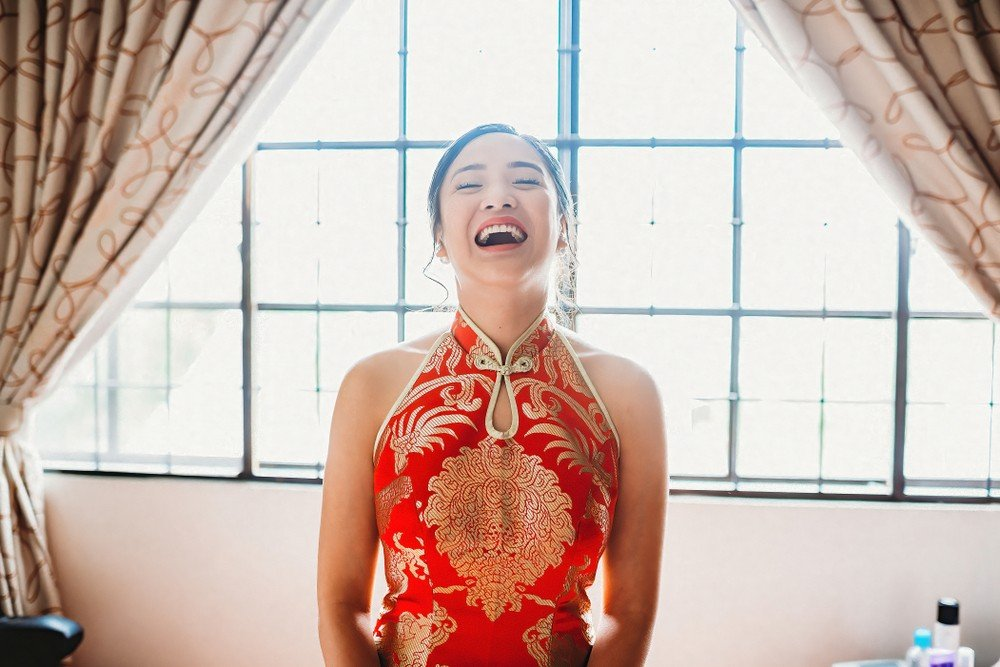chinese bride wearing red dress