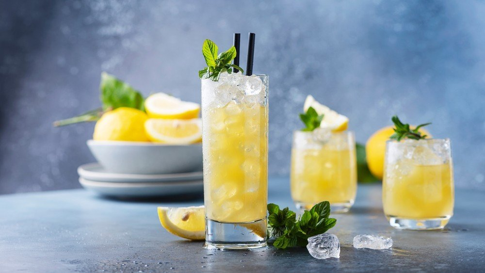 gin lemonade cocktail