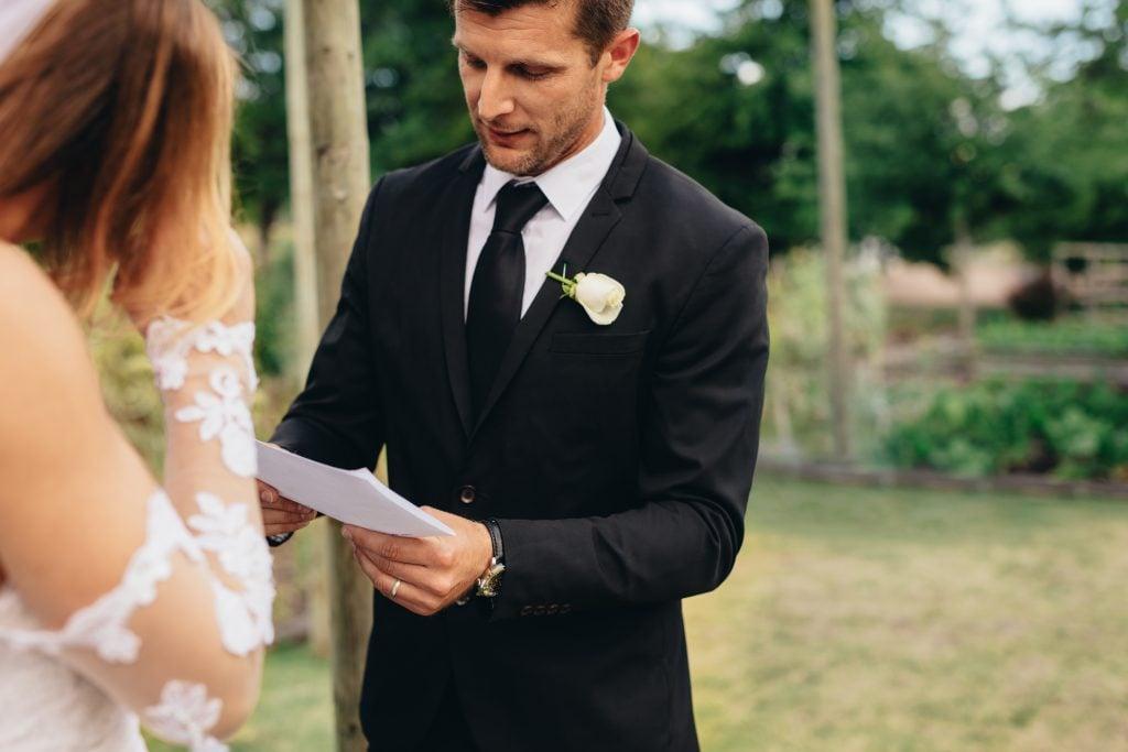 groom reciting vow