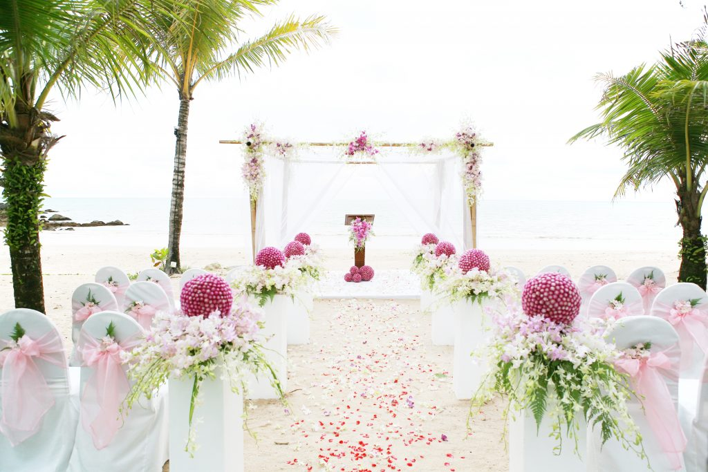 hot pink aisle decor