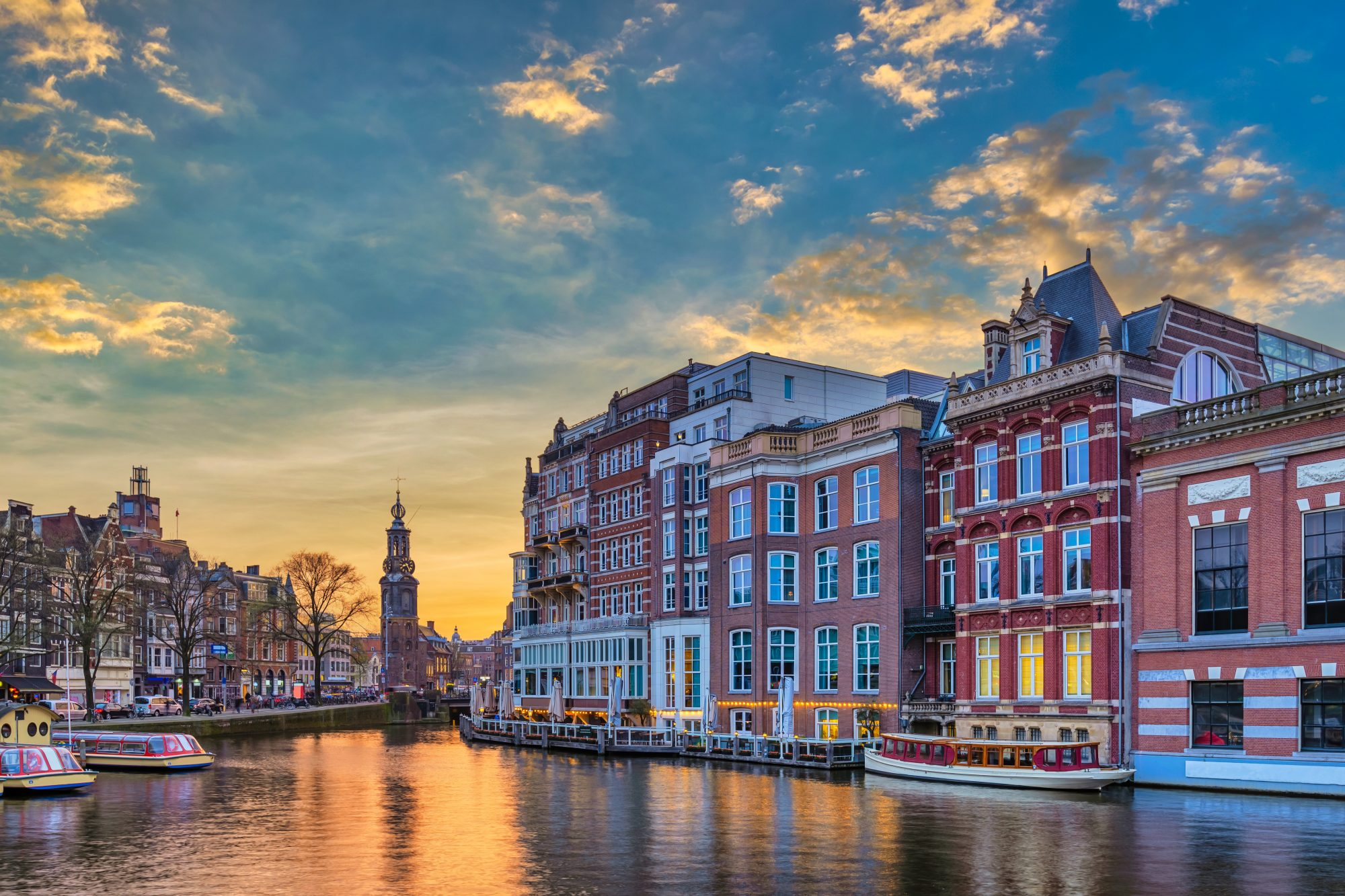canal and buildings in amsterdam