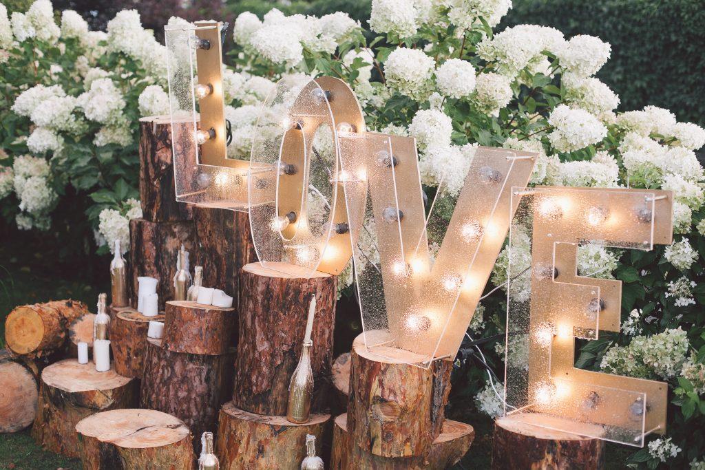 light green decorations at wedding