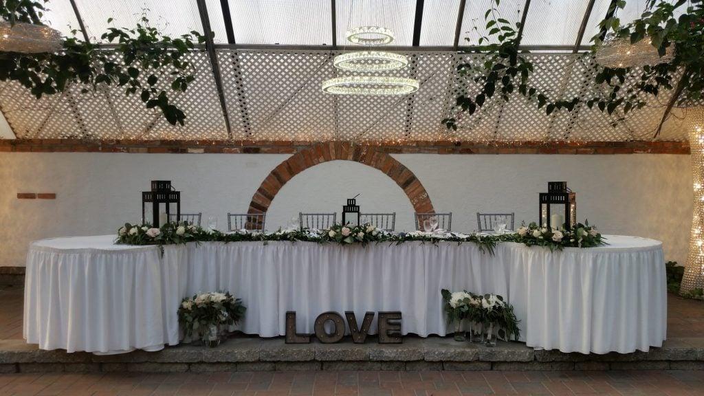 minimal wedding head table
