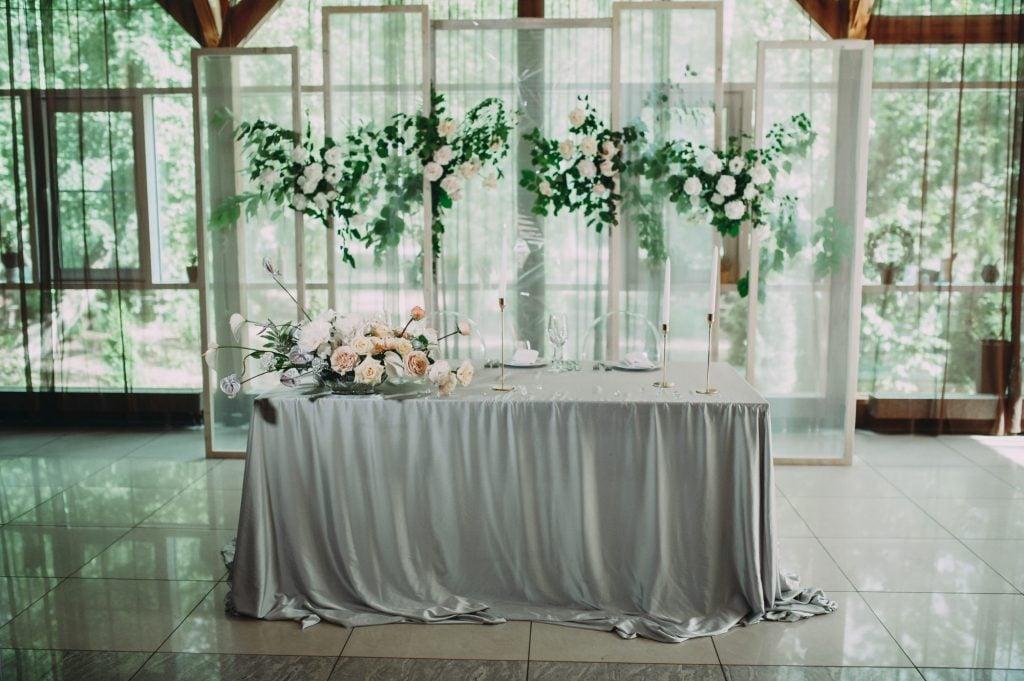 greenery at wedding head table