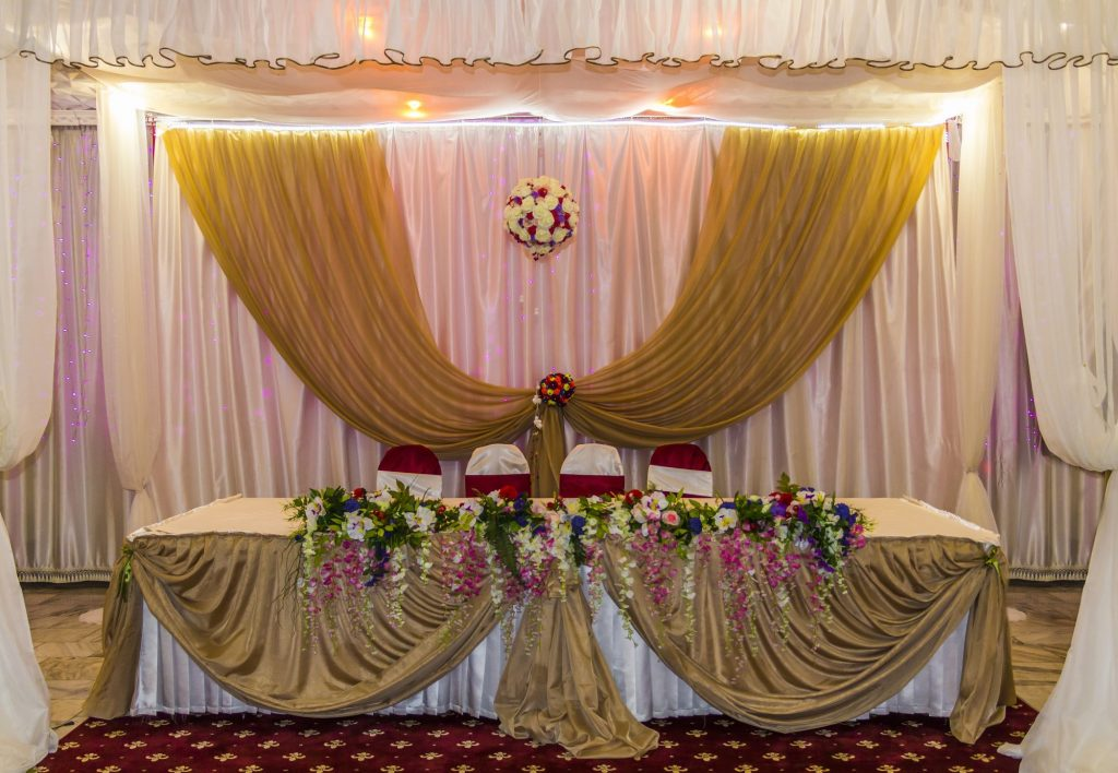 gold wedding head table