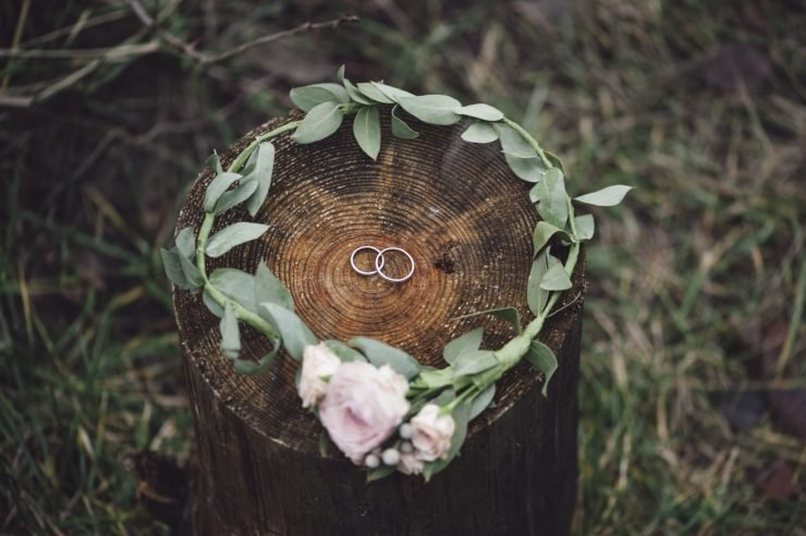 green and gold wedding floral and rings