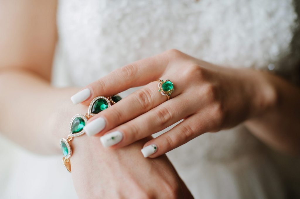 emerald and gold jewelry