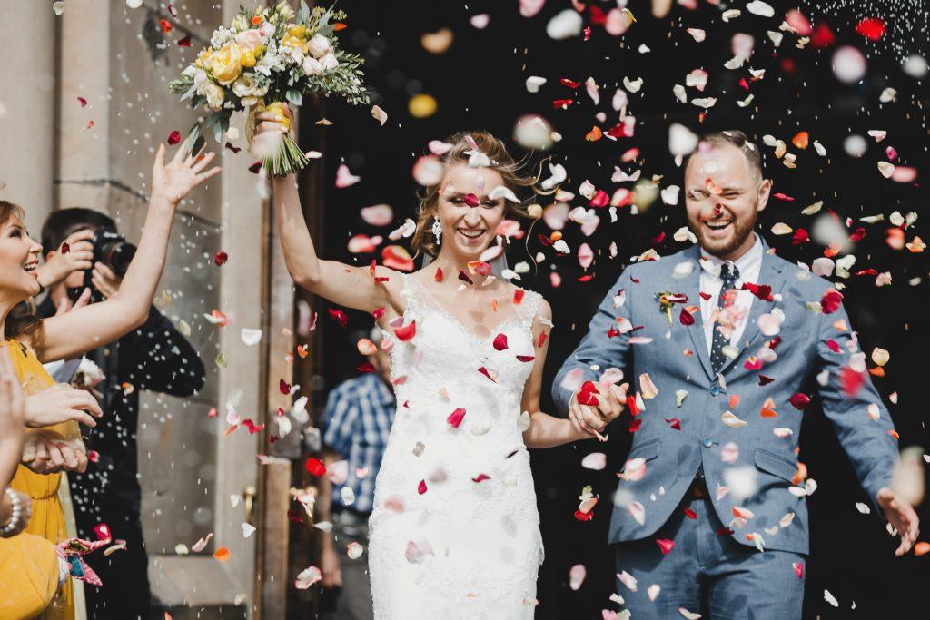 wedding exit throw flowers