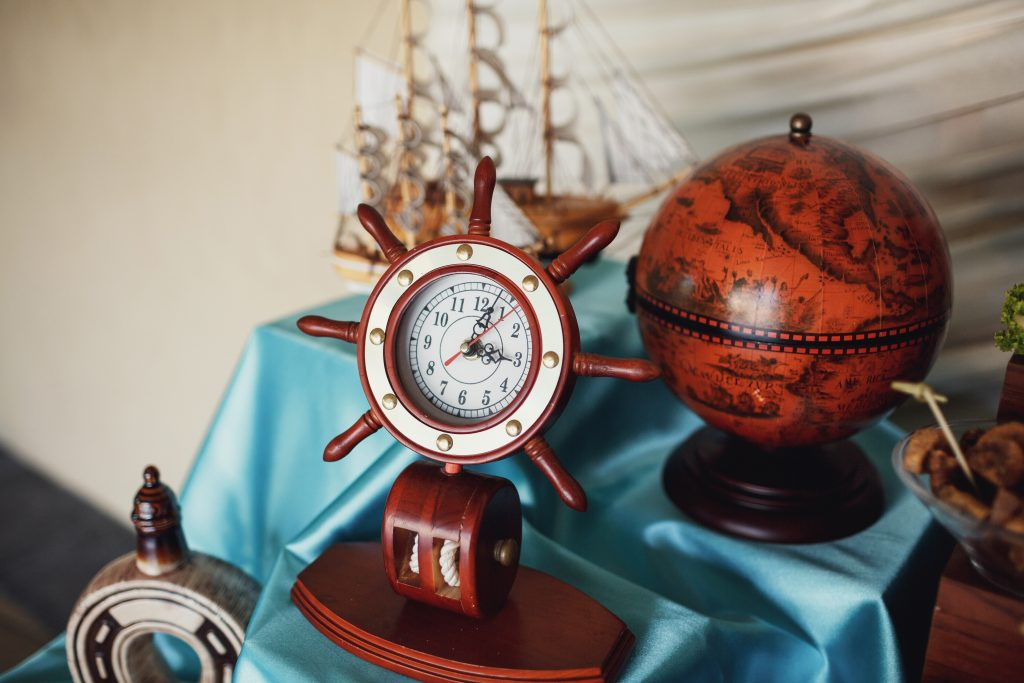 centerpieces with globe