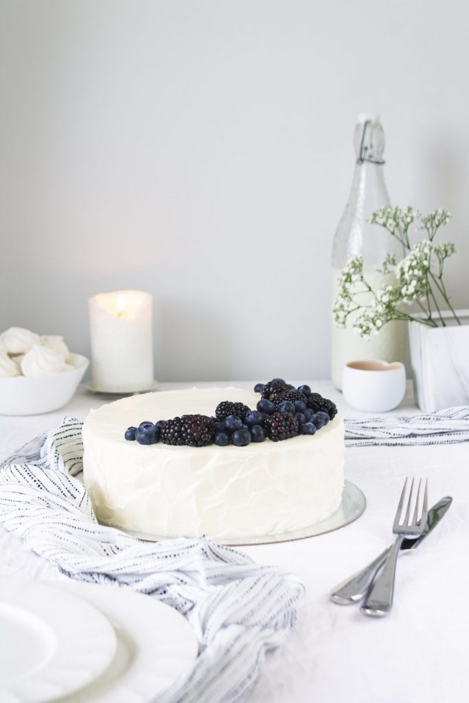 one-tier cake with blueberries