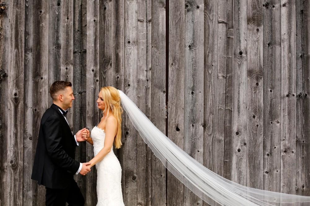 bride and groom wood background